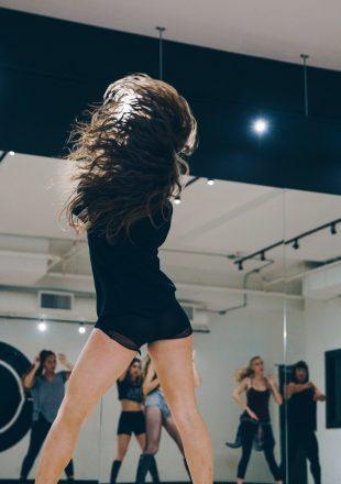 dancer-tossing-hair.jpg
